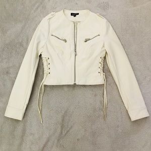 Bebe SUPER CUTE white leather jacket